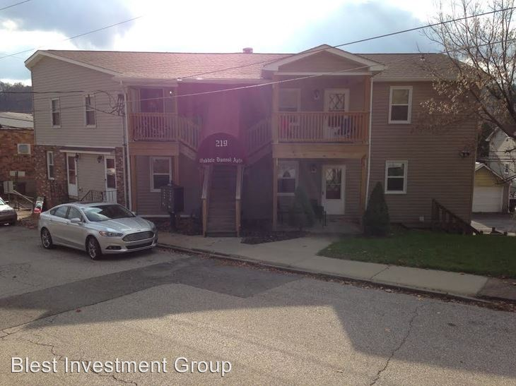 Studio 1 Bathroom Apartment for rent at 219 W State St in Oakdale, PA