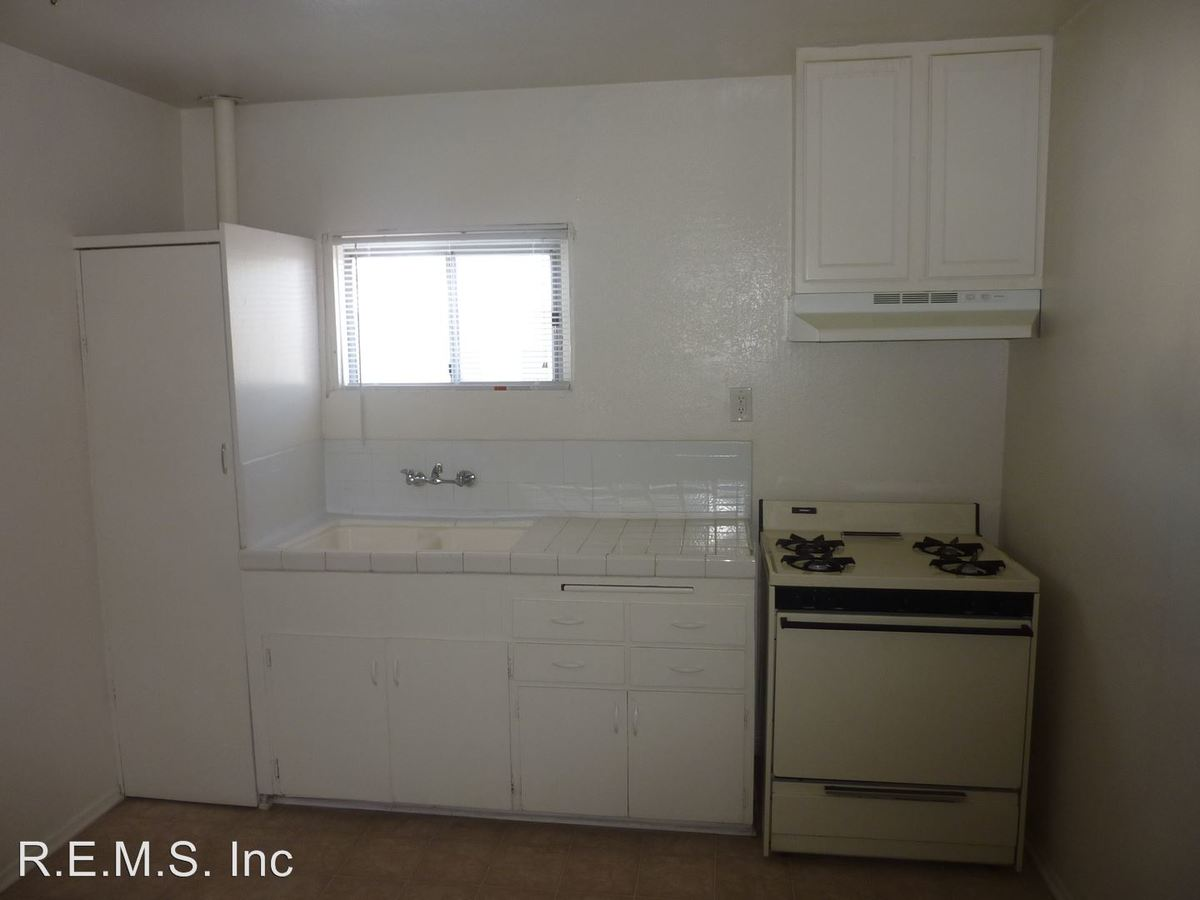 1 Bedroom 1 Bathroom Apartment for rent at 4241-47.5 Redondo Beach Blvd in Lawndale, CA
