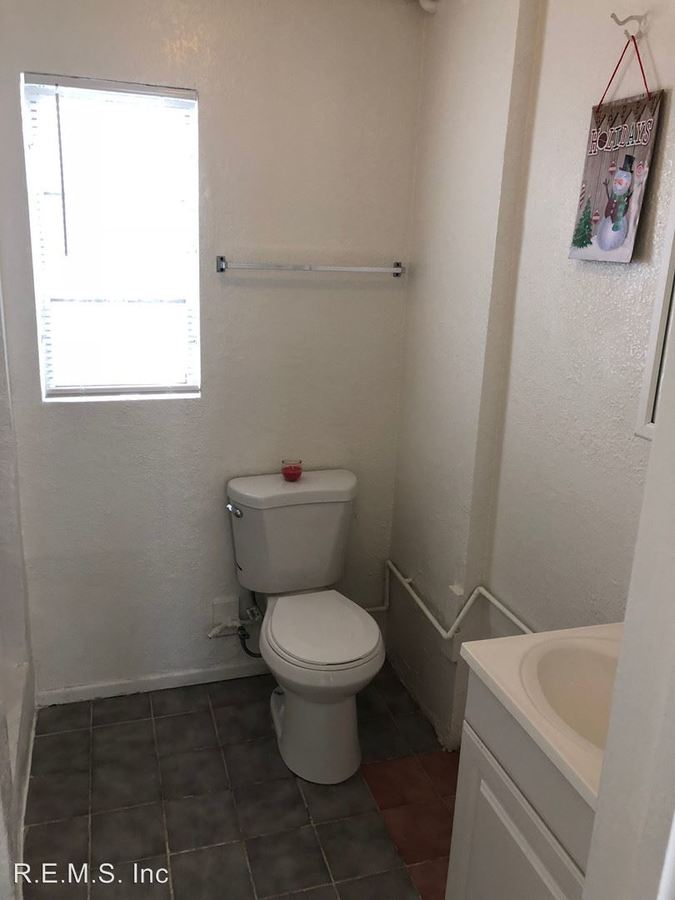 Studio 1 Bathroom Apartment for rent at 4241-47.5 Redondo Beach Blvd in Lawndale, CA