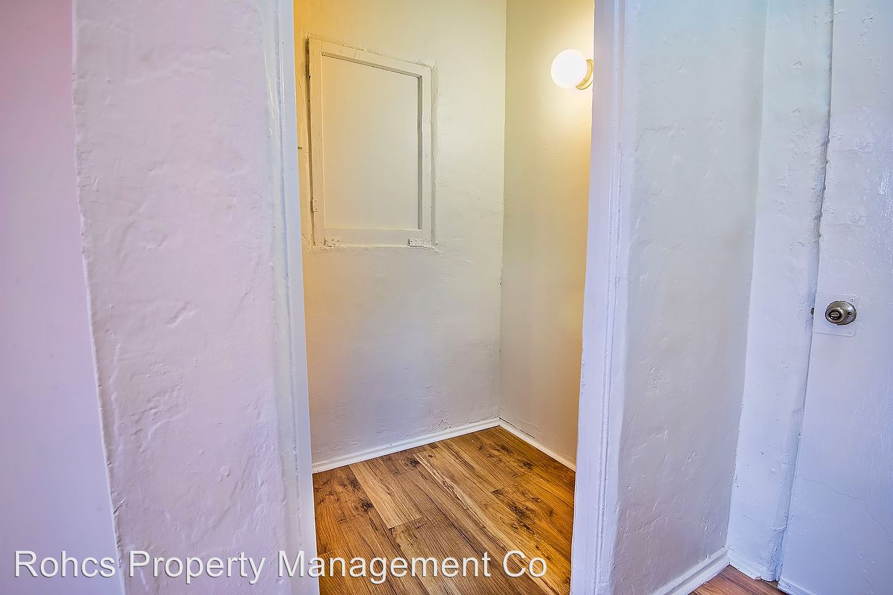 Studio 1 Bathroom Apartment for rent at 1518 South Wilton Place in Los Angeles, CA