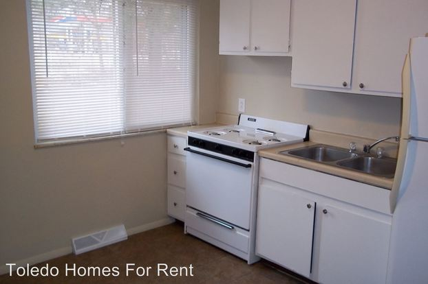 2 Bedrooms 1 Bathroom Apartment for rent at 31 S. Mc Cord Rd. in Holland, OH