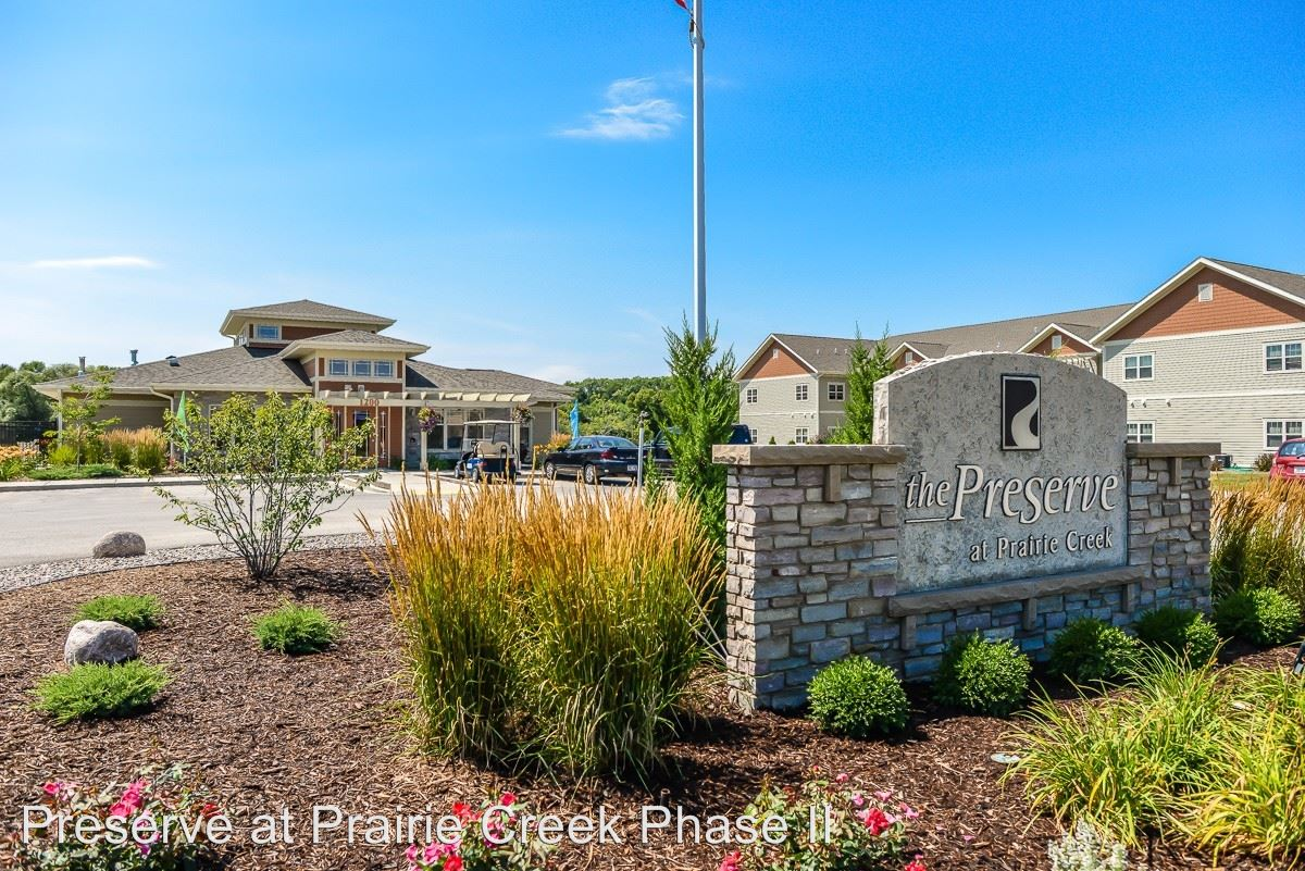 2 Bedrooms 2 Bathrooms Apartment for rent at 1245 Prairie Creek Blvd in Oconomowoc, WI