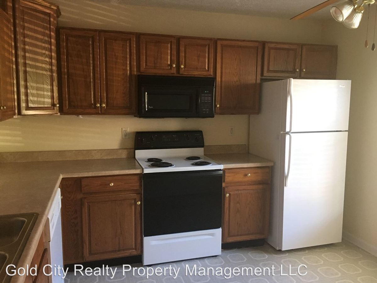 3 Bedrooms 2 Bathrooms Apartment for rent at 100 - 1200 Wellington Way in Elizabethtown, KY