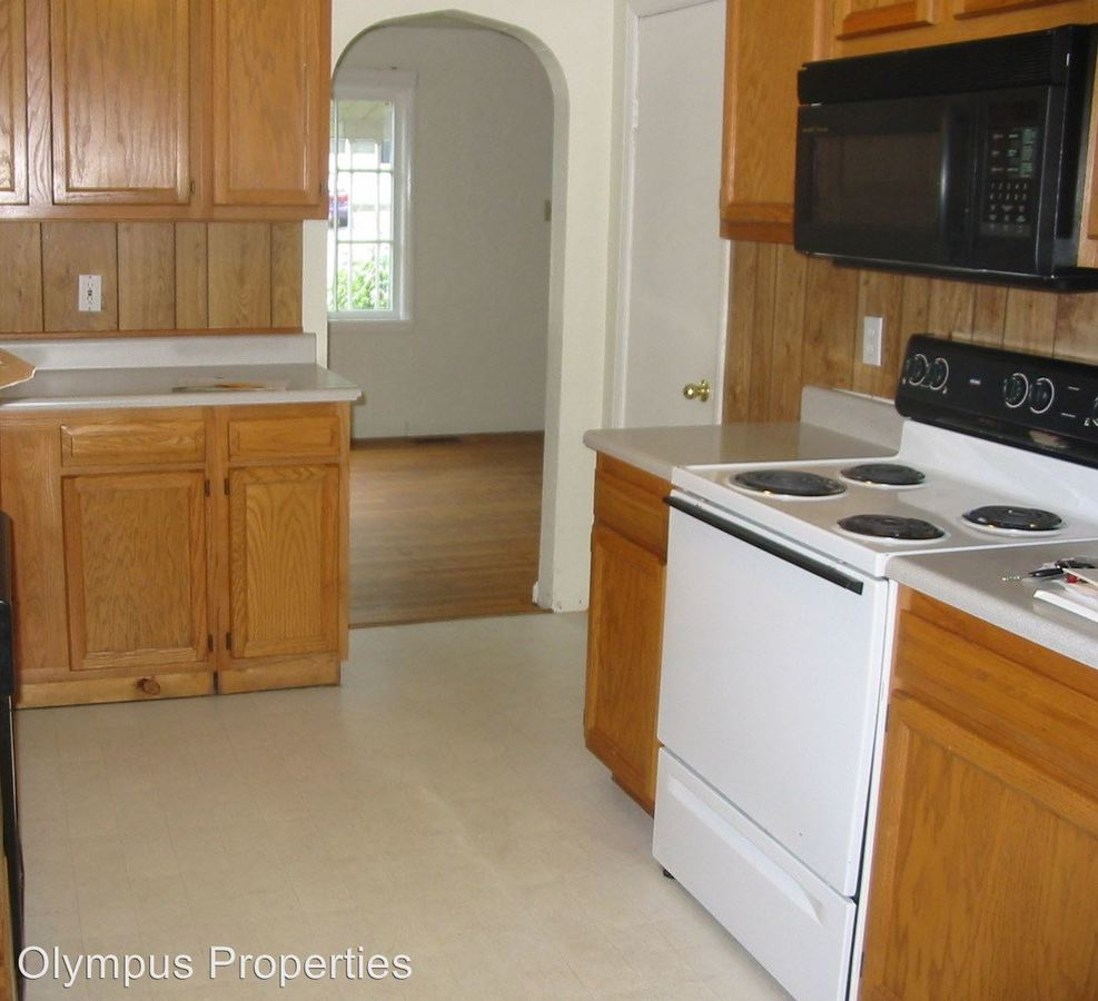 5 Bedrooms 2 Bathrooms Apartment for rent at 405 - 421 E 20th St in Bloomington, IN