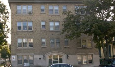 Similar Apartment at 1303 N Cass Street