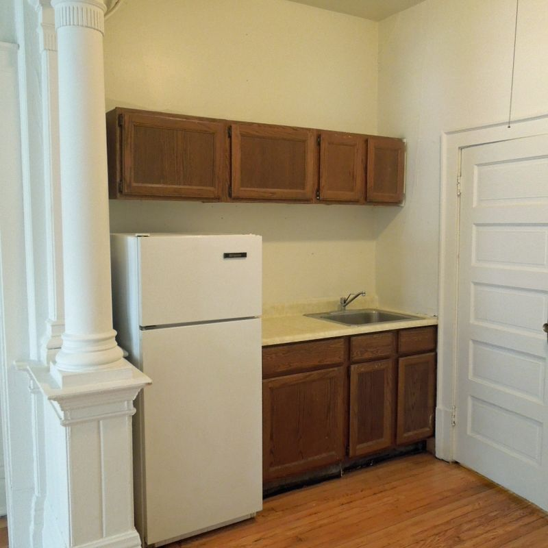 Bayview West Apartments: 918-924 E Knapp St Milwaukee, WI Apartment For Rent