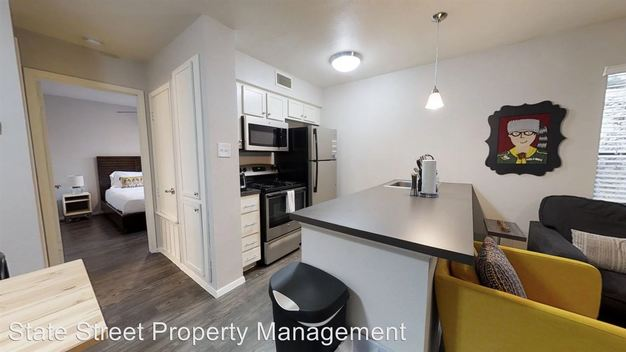 1 Bedroom 1 Bathroom Apartment for rent at 1117 Hollow Creek Drive in Austin, TX