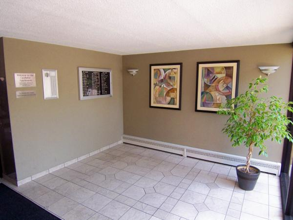 2 Bedrooms 1 Bathroom Apartment for rent at Candlelight Apartments in Milwaukee, WI