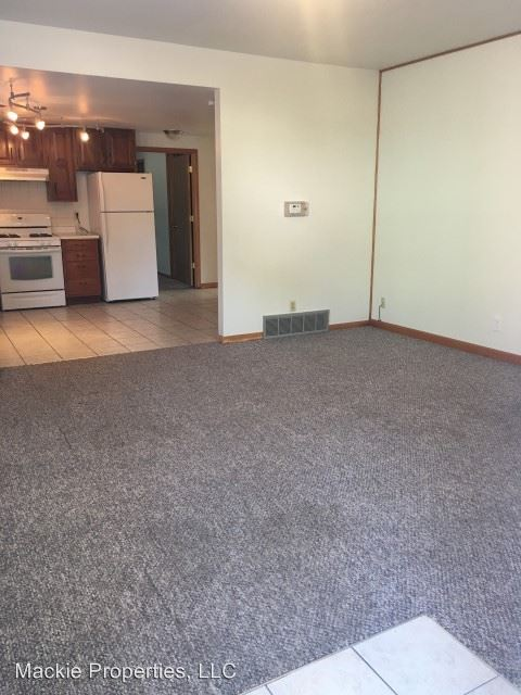 3 Bedrooms 2 Bathrooms Apartment for rent at 339 South Lincoln Street in Bloomington, IN