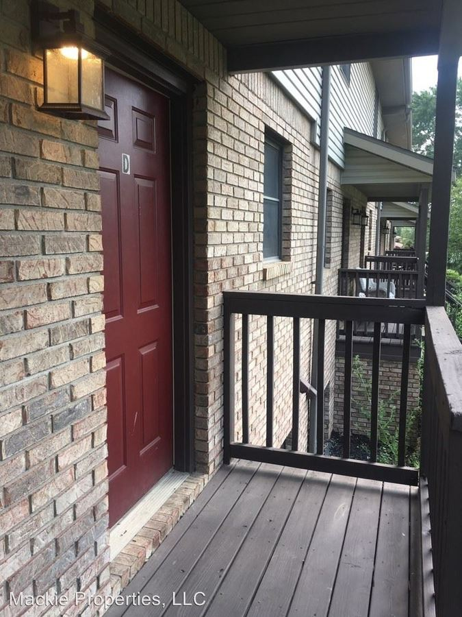 3 Bedrooms 2 Bathrooms Apartment for rent at 1105 S Fairview Street in Bloomington, IN