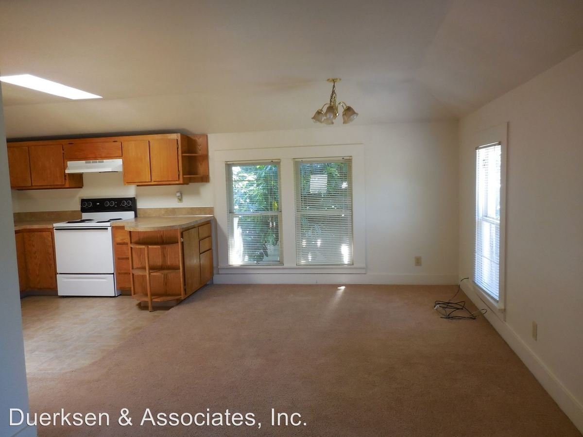 4 Bedrooms 1 Bathroom Apartment for rent at 633 Nw 13th A & B in Corvallis, OR