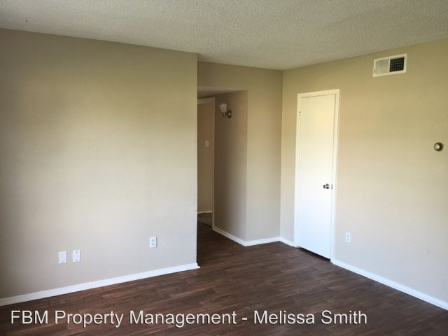 2 Bedrooms 1 Bathroom Apartment for rent at 300 N Wells Ave in Hubbard, TX