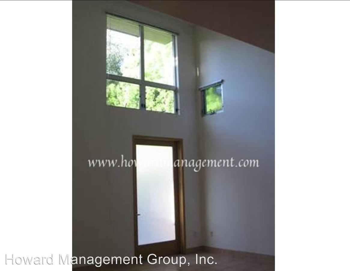 2 Bedrooms 1 Bathroom Apartment for rent at 1011 Pico Blvd in Santa Monica, CA
