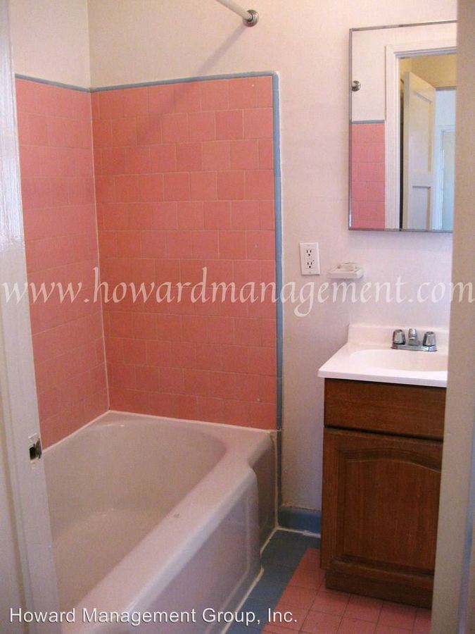 1 Bedroom 1 Bathroom Apartment for rent at 11941-11945 Washington Pl in Los Angeles, CA