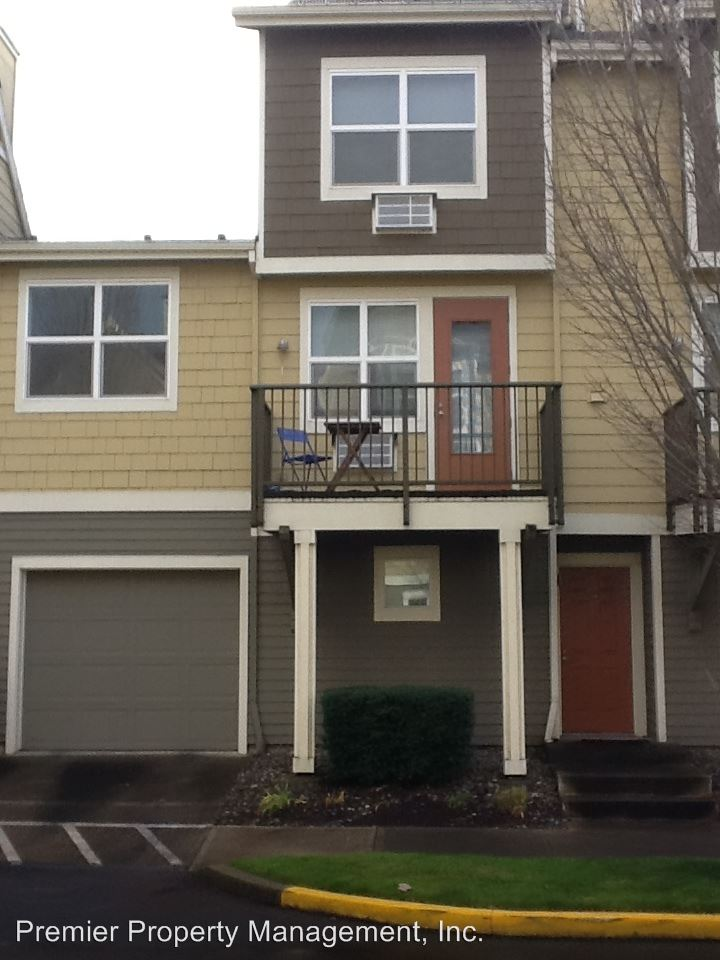 Similar Apartment at 714 Se Fairwinds Lp