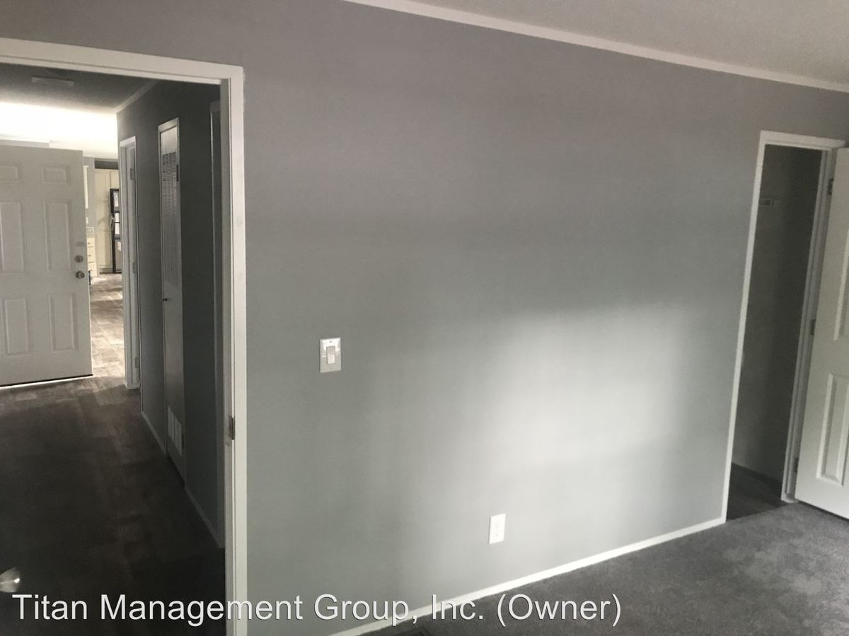 3 Bedrooms 2 Bathrooms Apartment for rent at 2351 State Road 25 W in Shadeland, IN
