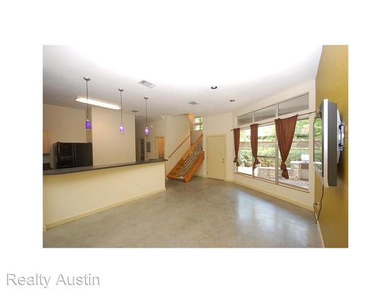 5 Bedrooms 3 Bathrooms Apartment for rent at 707 E 47th Street in Austin, TX