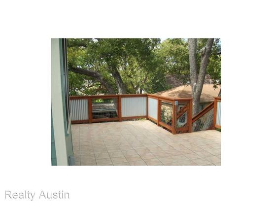 4 Bedrooms 2 Bathrooms Apartment for rent at 407 West 35th Street in Austin, TX