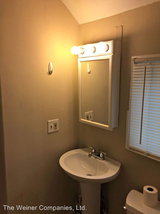 3 Bedrooms 1 Bathroom Apartment for rent at 201 N. Lincoln Ave. in Urbana, IL