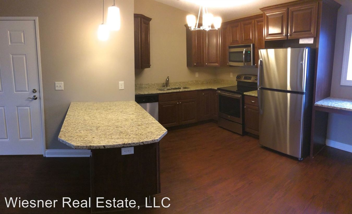 2 Bedrooms 1 Bathroom Apartment for rent at 340-357 Bolson Drive in Oconomowoc, WI