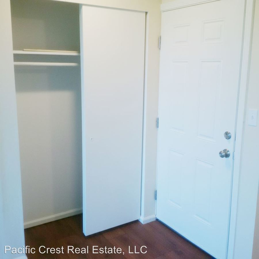 2 Bedrooms 1 Bathroom Apartment for rent at Eastwind 423 11th Avenue E in Seattle, WA