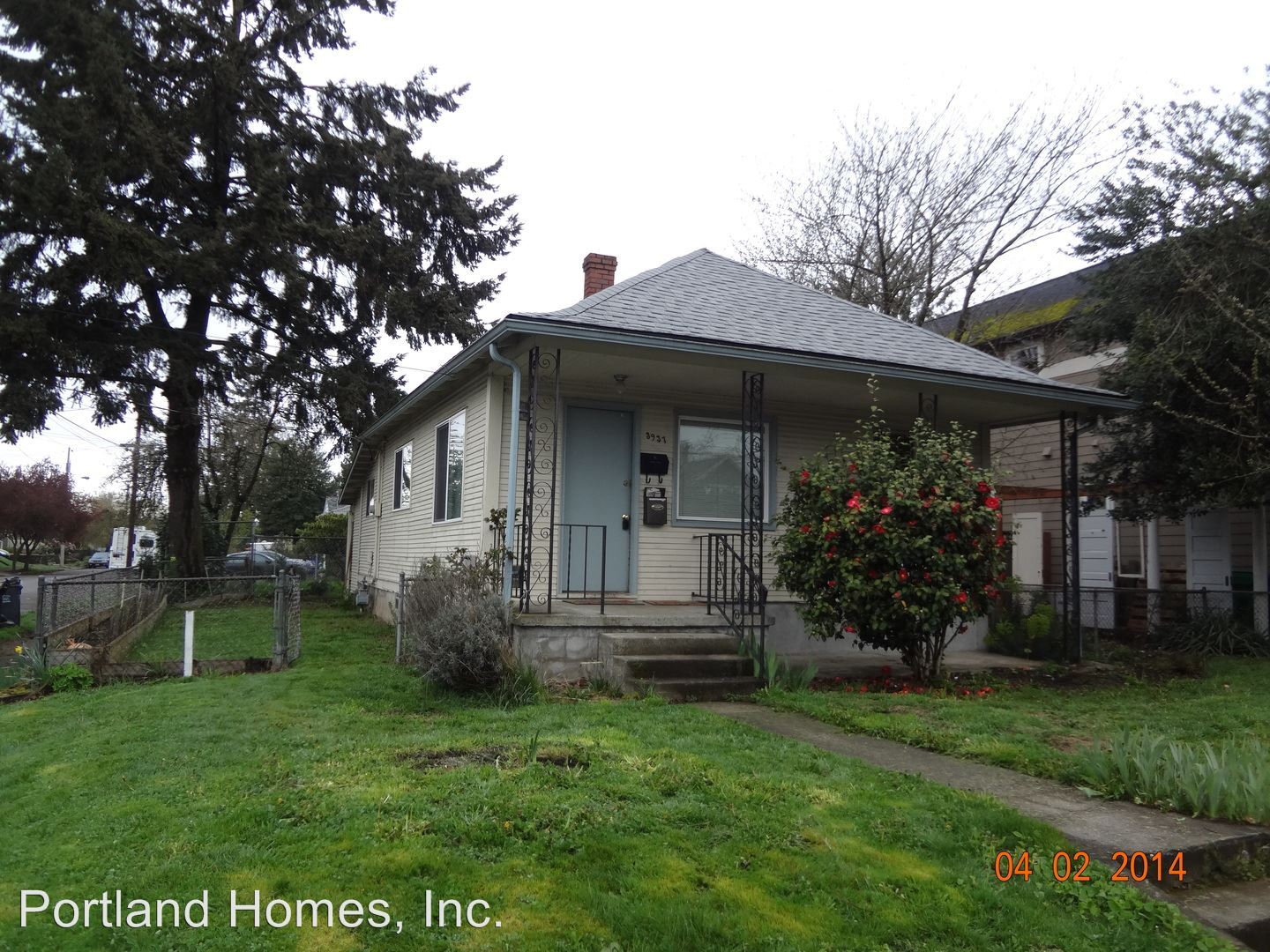 Similar Apartment at 3937 Se 62nd Ave