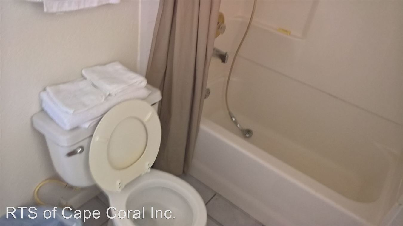 1 Bedroom 1 Bathroom Apartment for rent at 4913 Vincennes Ct in Cape Coral, FL