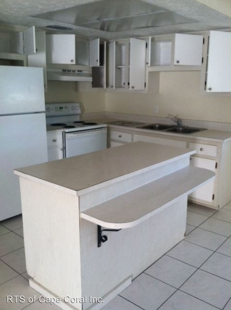 2 Bedrooms 1 Bathroom Apartment for rent at 4814 Manor Court in Cape Coral, FL