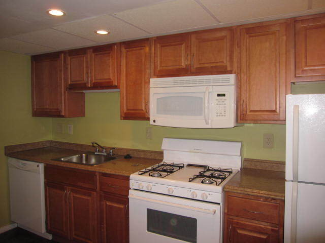 2 Bedrooms 1 Bathroom Apartment for rent at Abbey Woods Apartments in Mt Lebanon, PA