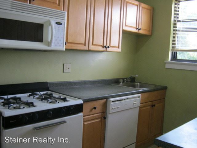 2 Bedrooms 1 Bathroom Apartment for rent at Baywood Apartments in Mt Lebanon, PA