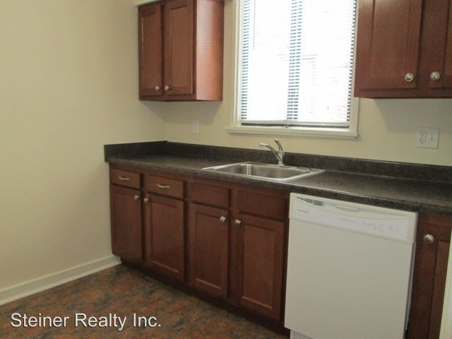 2 Bedrooms 1 Bathroom Apartment for rent at Tudor Court Apartments in Edgewood, PA