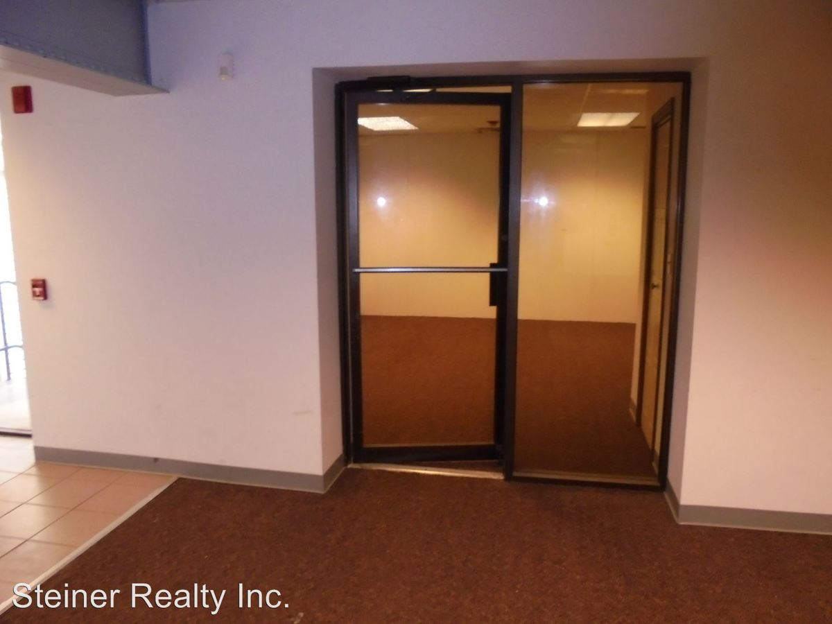 Studio 2 Bathrooms Apartment for rent at Ridgeview School Apartments in Coraopolis, PA
