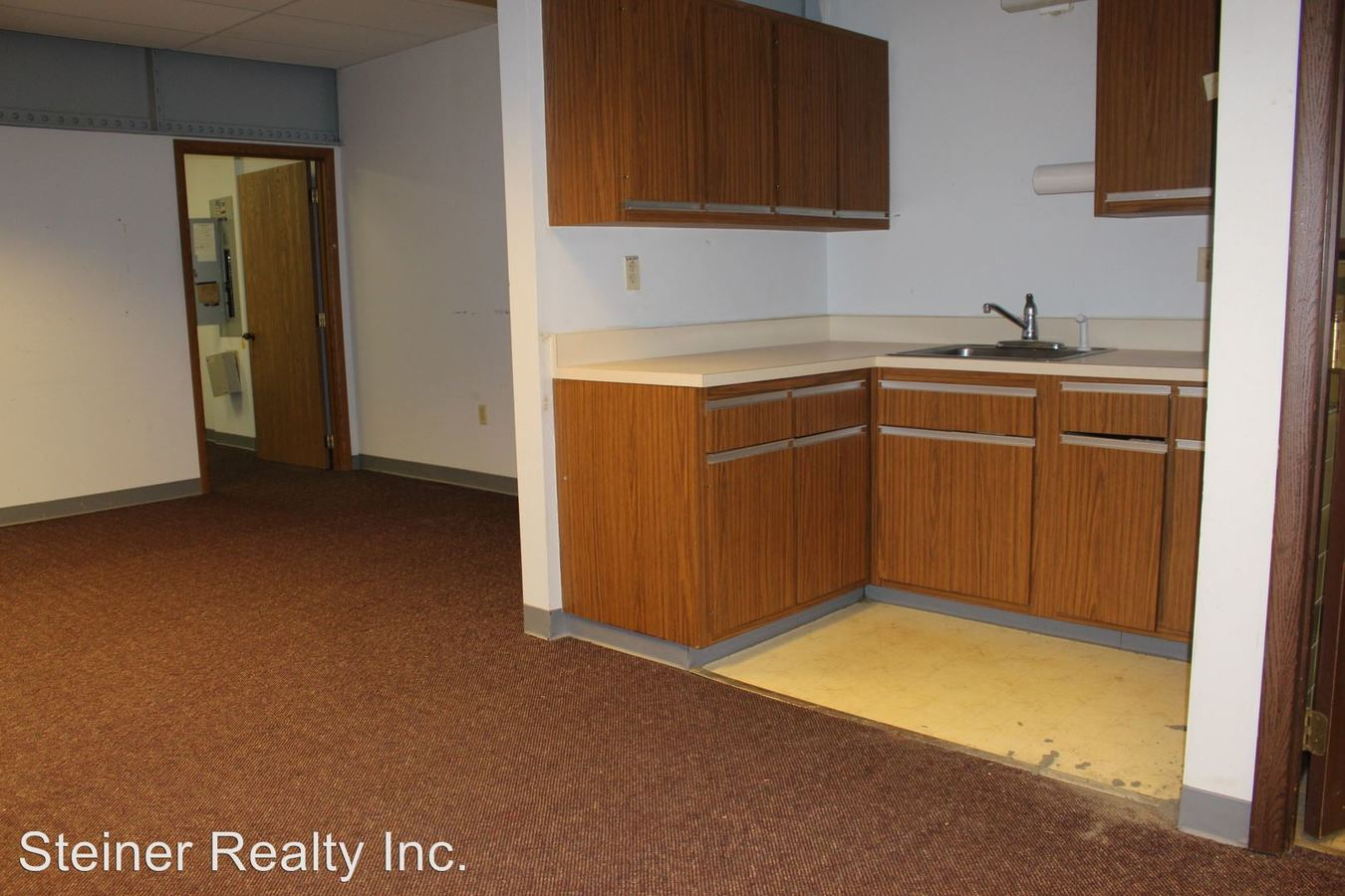 Studio 2 Bathrooms Apartment for rent at Ridgeview School Apartments in Coraopolis, PA