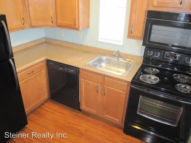 2 Bedrooms 1 Bathroom Apartment for rent at Perry Highway in Ross Township, PA