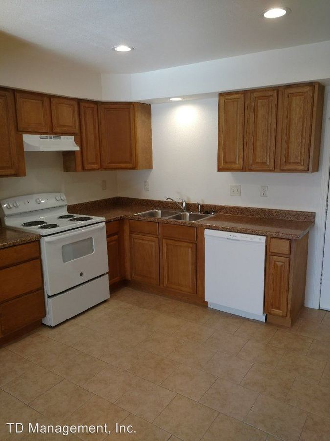 2 Bedrooms 1 Bathroom Apartment for rent at 807 Knox Ave in Hollister, MO