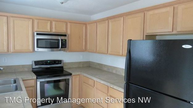 3 Bedrooms 3 Bathrooms Apartment for rent at 15075 Se Powell Blvd in Portland, OR