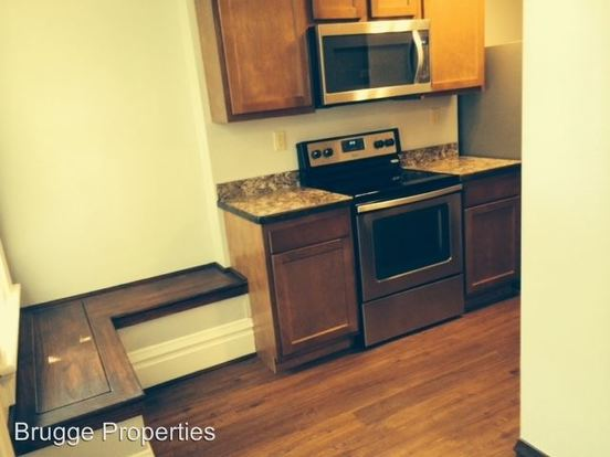 3 Bedrooms 2 Bathrooms Apartment for rent at 986 992 Pennsylvania Ave. in Columbus, OH