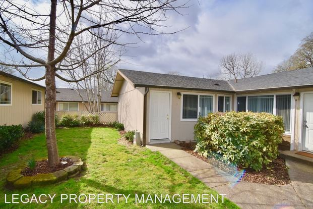 3 Bedrooms 1 Bathroom Apartment for rent at 4803 Se Boardman Ave. in Portland, OR