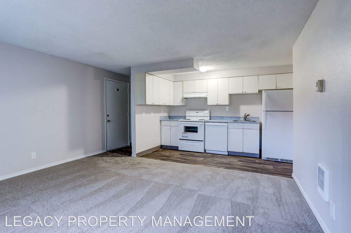 2 Bedrooms 1 Bathroom Apartment for rent at 8630 Sw Barbur Blvd in Portland, OR