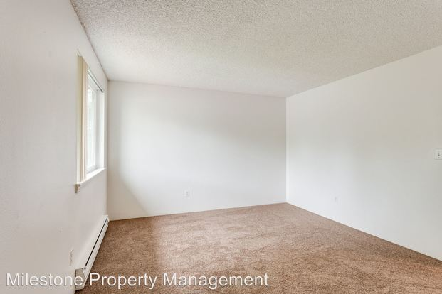 2 Bedrooms 1 Bathroom Apartment for rent at Somerset West 18205 Nw Bronson Road in Portland, OR