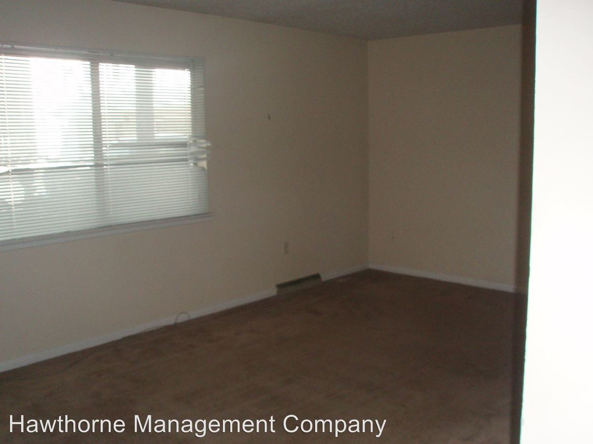 1 Bedroom 1 Bathroom Apartment for rent at 100 & 104 East Stewart Road in Columbia, MO