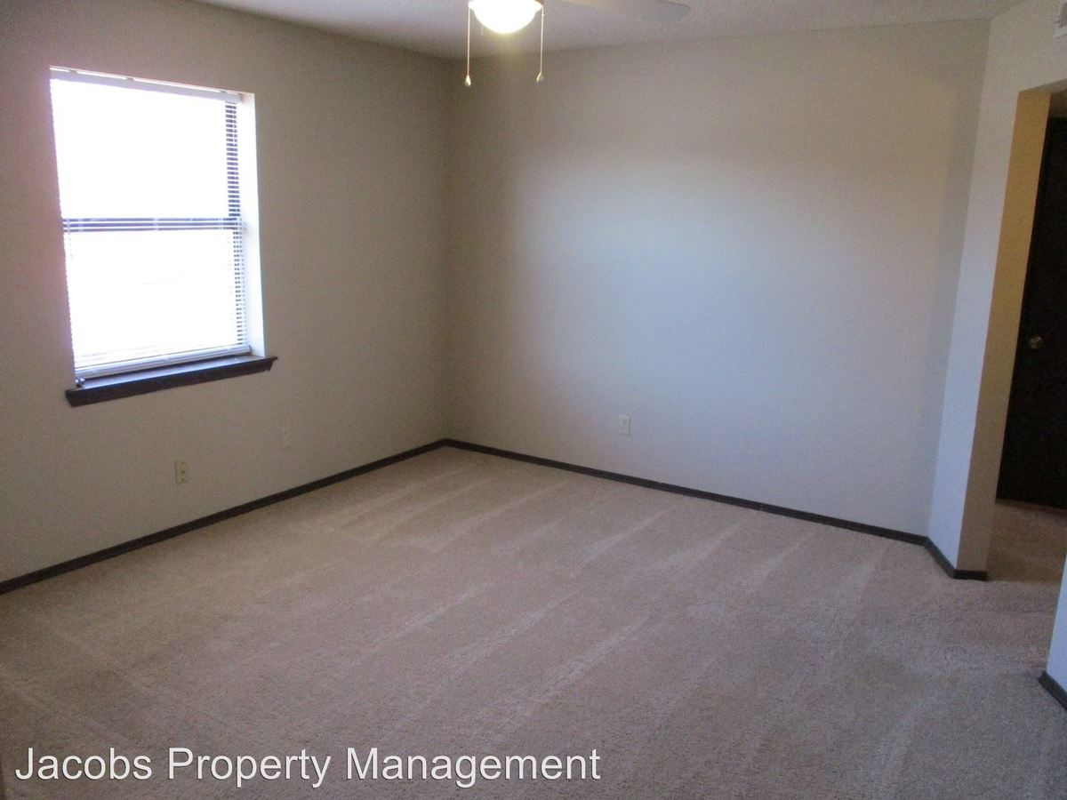 2 Bedrooms 1 Bathroom Apartment for rent at 460 N East Park Lane in Columbia, MO