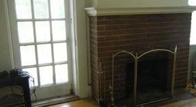 Similar Apartment at 240 W. Lakelawn Place