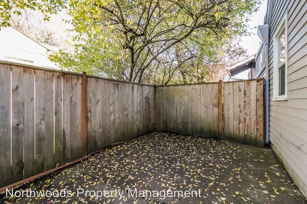 4 Bedrooms 1 Bathroom Apartment for rent at 2351 Willamette Street in Eugene, OR