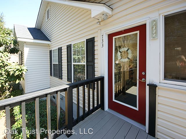 3 Bedrooms 2 Bathrooms Apartment for rent at 733 Fort Johnson Road in Charleston, SC
