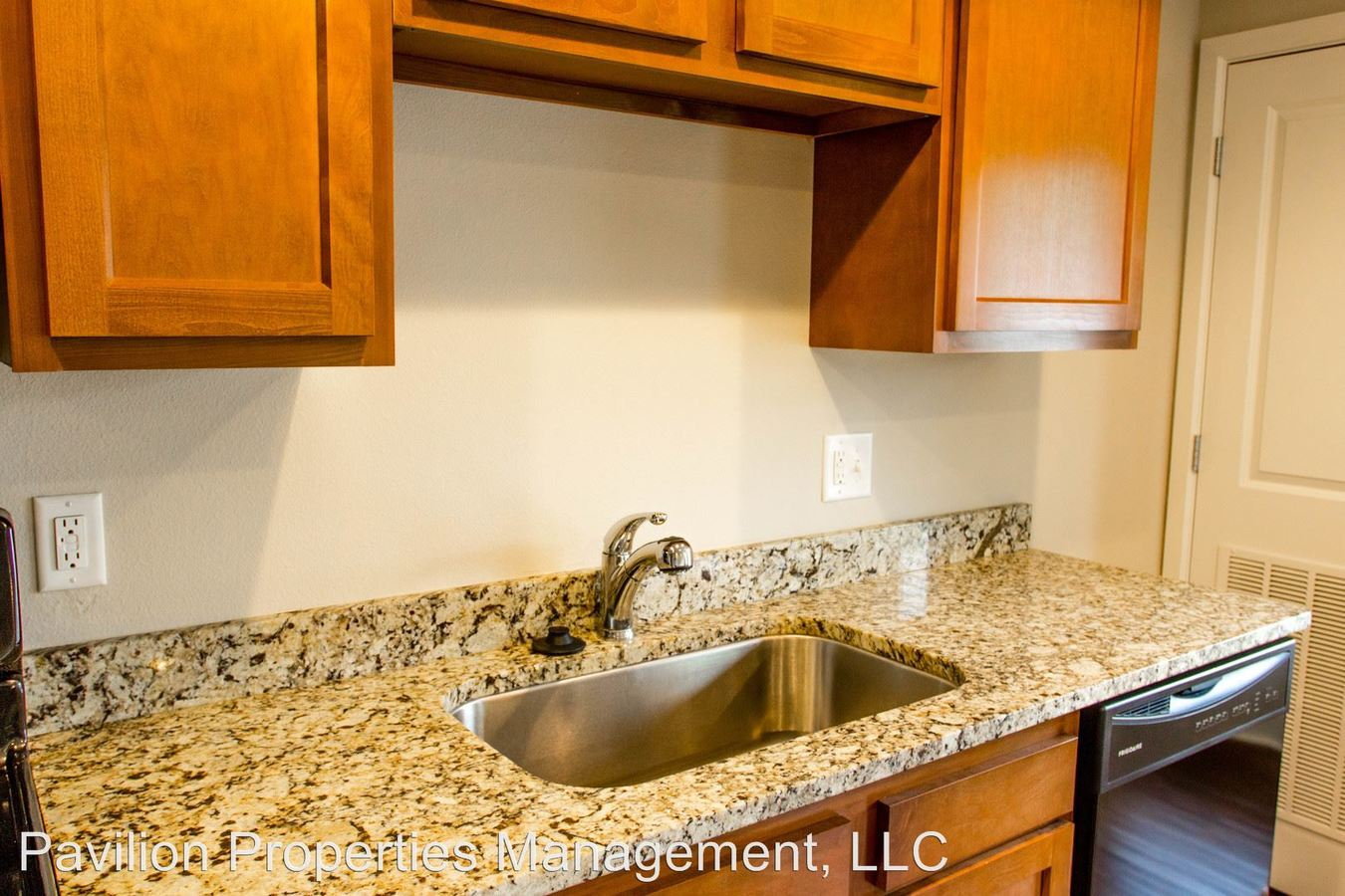 Studio 1 Bathroom Apartment for rent at 609 S Henderson St in Bloomington, IN