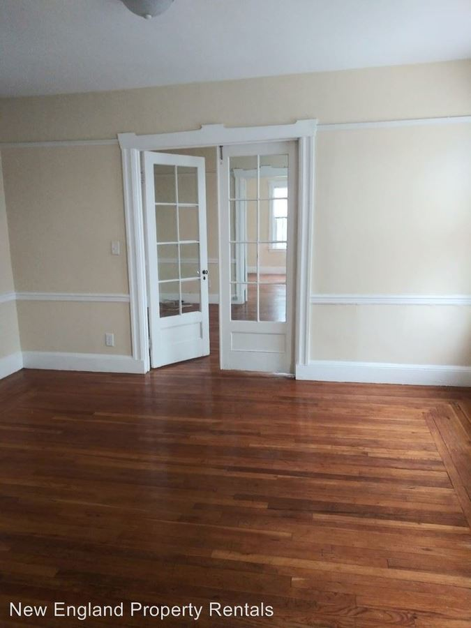 2 Bedrooms 1 Bathroom Apartment for rent at 422 Pawtucket Ave in Pawtucket, RI