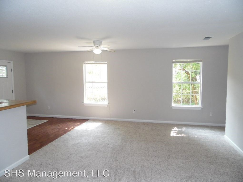 3 Bedrooms 3 Bathrooms Apartment for rent at 725 W Georgia Street in Tallahassee, FL
