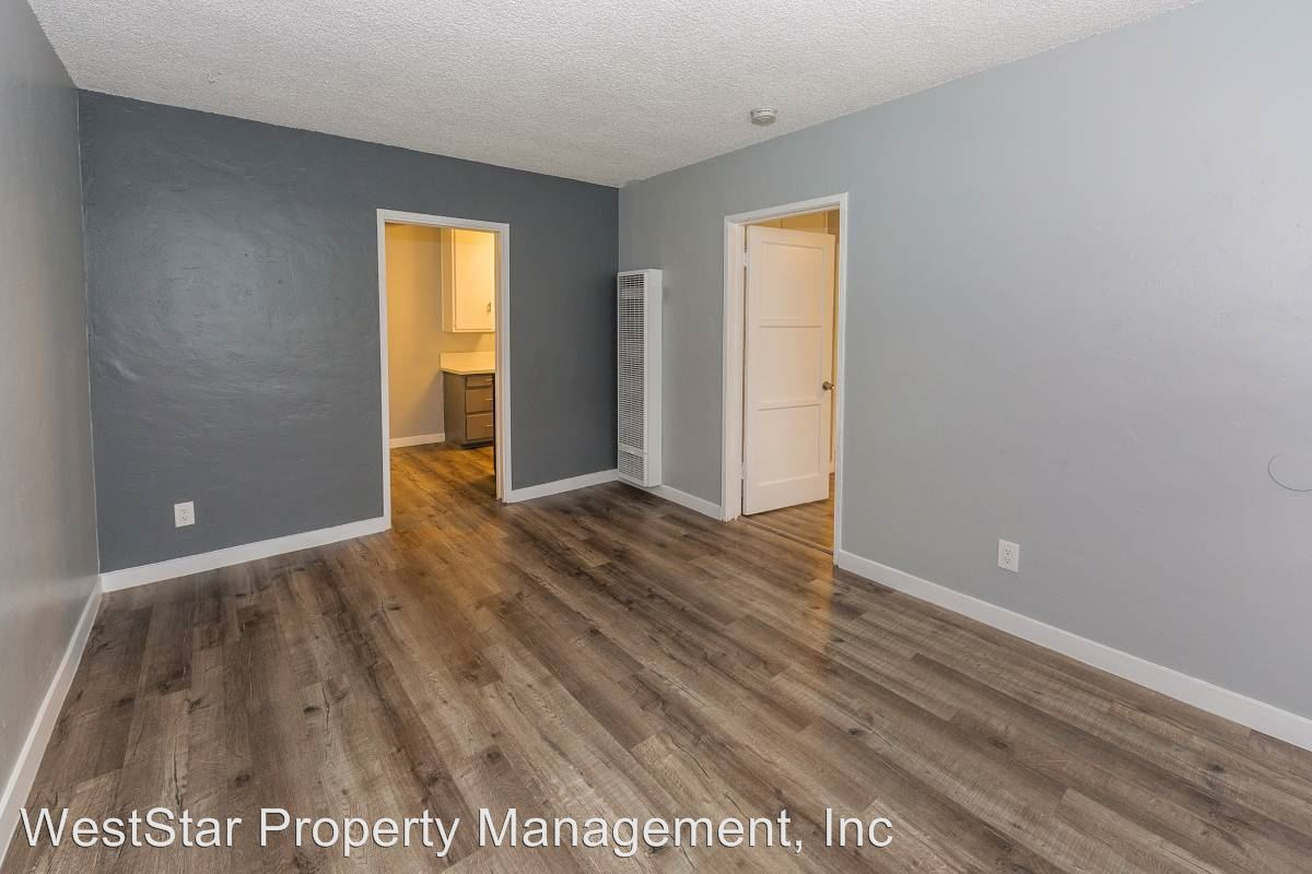 2 Bedrooms 1 Bathroom Apartment for rent at 1575 Chestnut Ave in Long Beach, CA