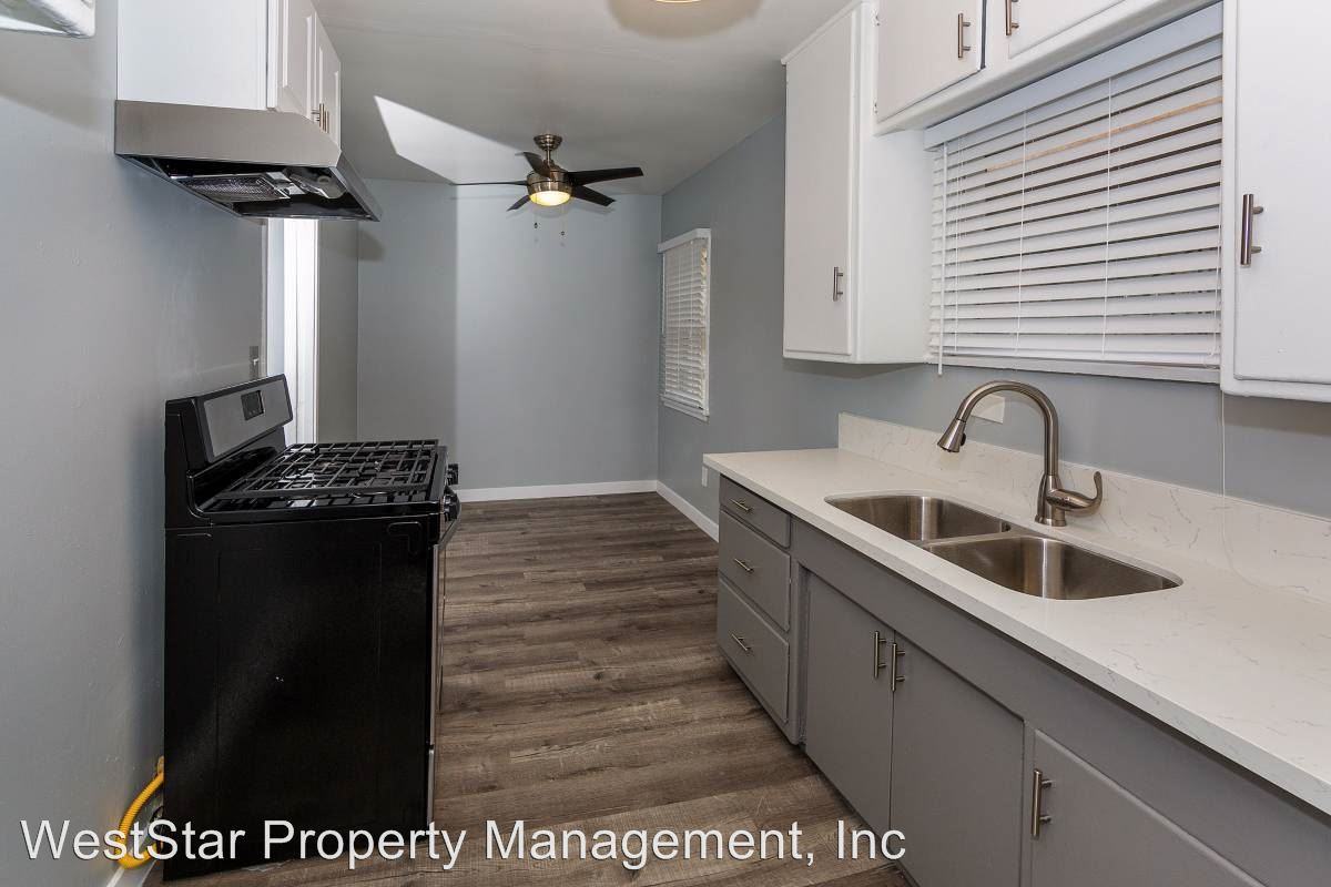3 Bedrooms 1 Bathroom Apartment for rent at 1575 Chestnut Ave in Long Beach, CA